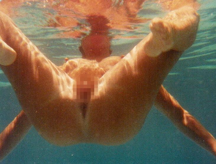 【※朗報】ワ イ 、 全 裸 で 泳 ぐ ま ん さ ん を 発 見 し た の で 防 水 携 帯 で 撮 影 を 強 行。(画像あり)・20枚目
