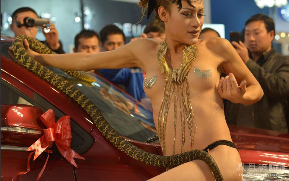 【※マジキチ】ただの露出大会と化した中国のモーターショー、最早常軌を逸してる。。。カオス杉だろこれ。。。(画像あり)・21枚目