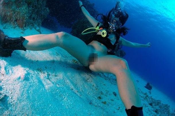 【※朗報】ワ イ 、 全 裸 で 泳 ぐ ま ん さ ん を 発 見 し た の で 防 水 携 帯 で 撮 影 を 強 行。(画像あり)・27枚目