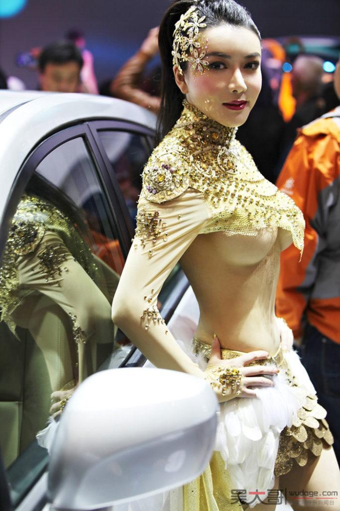 【※マジキチ】ただの露出大会と化した中国のモーターショー、最早常軌を逸してる。。。カオス杉だろこれ。。。(画像あり)・3枚目