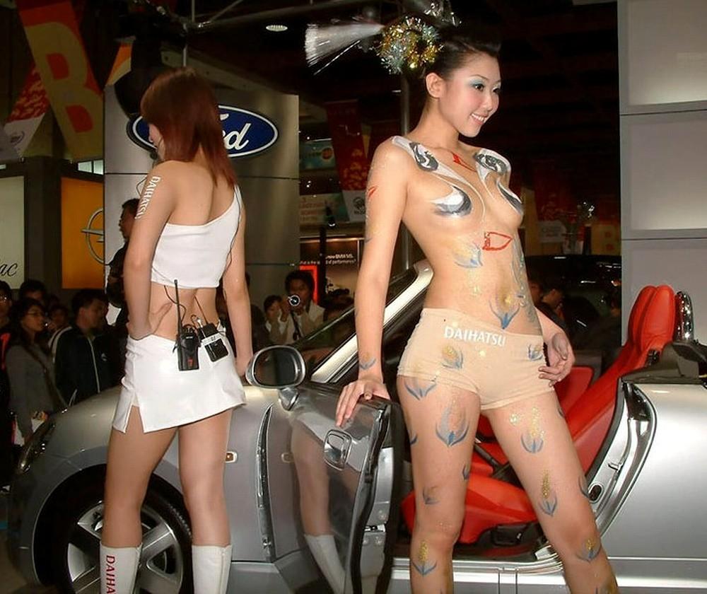 【※マジキチ】ただの露出大会と化した中国のモーターショー、最早常軌を逸してる。。。カオス杉だろこれ。。。(画像あり)・5枚目