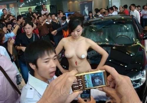 【※マジキチ】ただの露出大会と化した中国のモーターショー、最早常軌を逸してる。。。カオス杉だろこれ。。。(画像あり)・7枚目