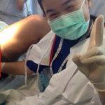 【※マジ基地】産婦人科医師、患者の性器に手を入れた状態でピース写真が拡散され、無事クビへwww ガイジだろこいつwwww(画像あり)