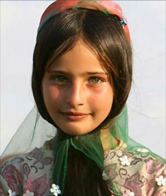 【※胸糞注意】ISIS奴隷市場で2万円で売買された少女がコチラ。 ガチ泣きやんけおい。。。(画像あり)・2枚目