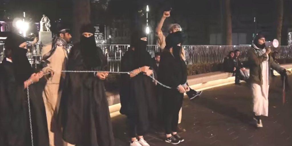 【閲覧注意】ISISの最新の性奴隷市場の様子、超絶胸糞。。。(※画像16枚)・8枚目