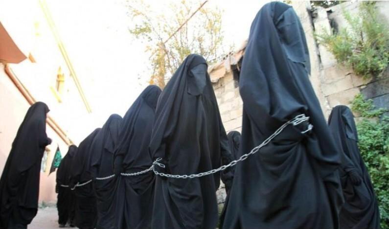 【閲覧注意】ISISの最新の性奴隷市場の様子、超絶胸糞。。。(※画像16枚)・10枚目