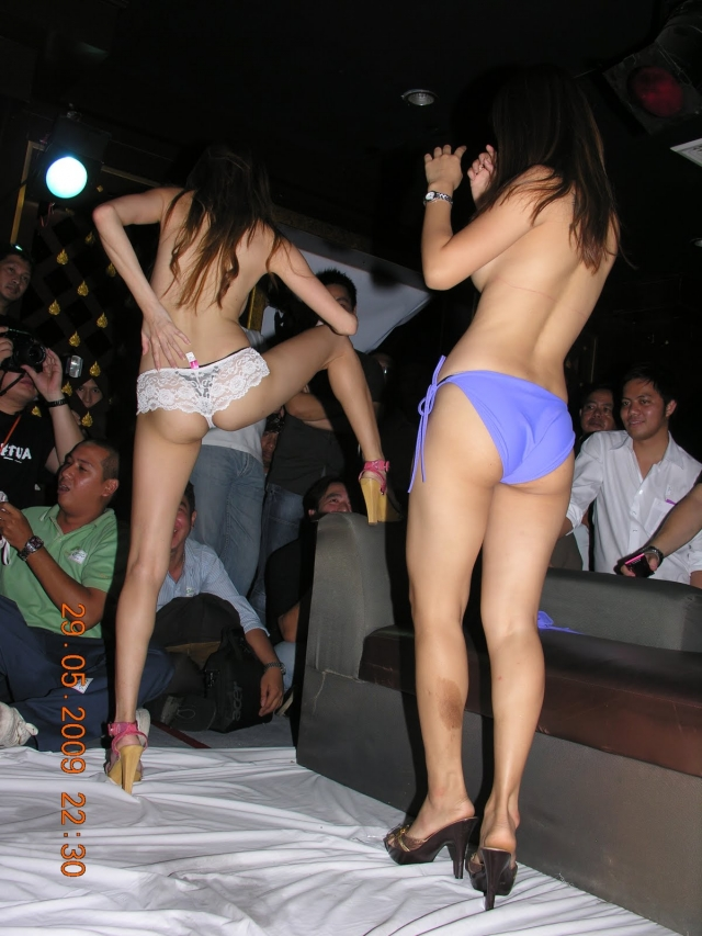 【※違法注意】タイの「マッサージパーラー」とかいうゴリゴリ風俗の店内をご覧くださいwwwwwwwwwwwwwwwww(画像あり)・13枚目