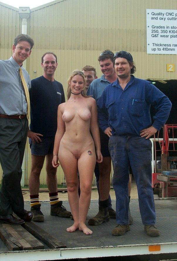 【※闇深定期※】CMNF(着衣の男性と裸の女性)とかいう闇の深いエロ画像貼ってく。これなんか鬱になるな。(画像20枚)・16枚目