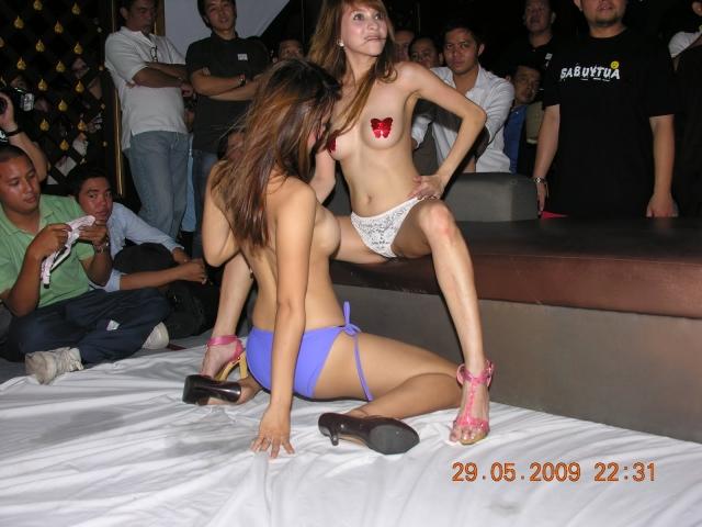 【※違法注意】タイの「マッサージパーラー」とかいうゴリゴリ風俗の店内をご覧くださいwwwwwwwwwwwwwwwww(画像あり)・2枚目