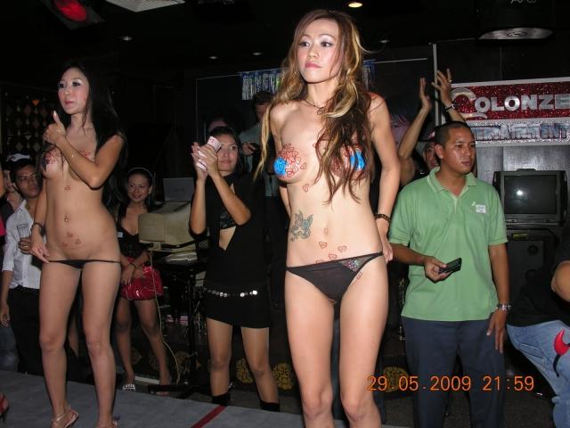 【※違法注意】タイの「マッサージパーラー」とかいうゴリゴリ風俗の店内をご覧くださいwwwwwwwwwwwwwwwww(画像あり)・3枚目