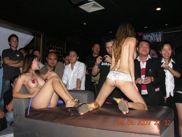 【※違法注意】タイの「マッサージパーラー」とかいうゴリゴリ風俗の店内をご覧くださいwwwwwwwwwwwwwwwww(画像あり)・4枚目