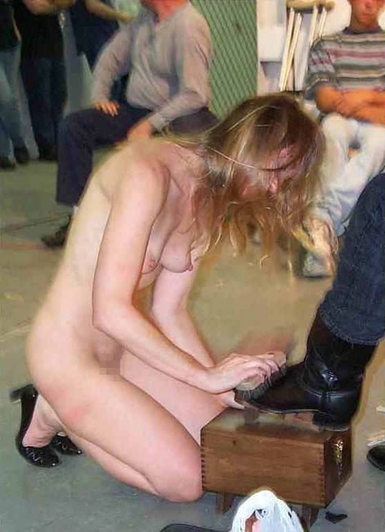【※闇深定期※】CMNF(着衣の男性と裸の女性)とかいう闇の深いエロ画像貼ってく。これなんか鬱になるな。(画像20枚)・6枚目