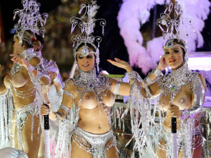 【画像あり】サンバカーニバルとかいう露出狂の集まり、逮捕レベルだろコレwwwwwwww・13枚目