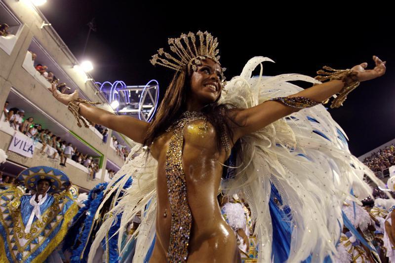 【画像あり】サンバカーニバルとかいう露出狂の集まり、逮捕レベルだろコレwwwwwwww・16枚目
