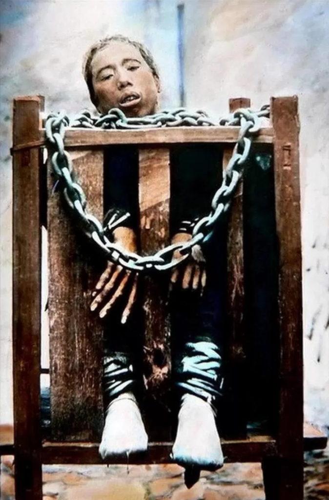 【※閲覧注意※】残酷極まりない昔の処刑風景。酷すぎ・・・(画像あり)・20枚目