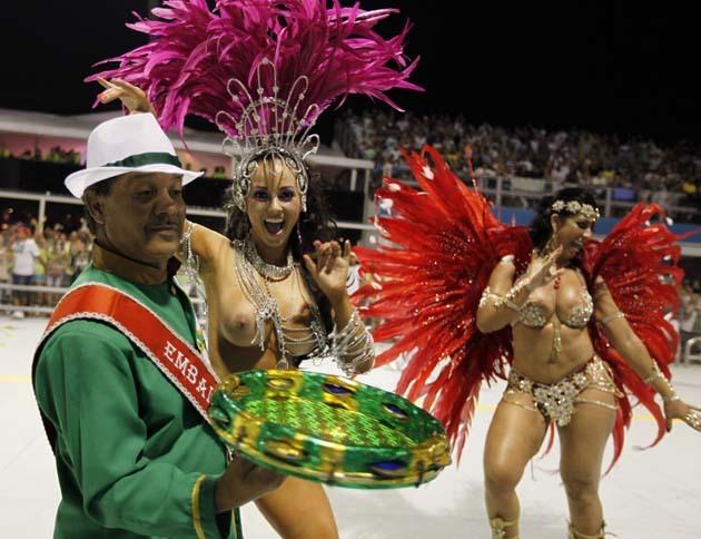 【画像あり】サンバカーニバルとかいう露出狂の集まり、逮捕レベルだろコレwwwwwwww・21枚目