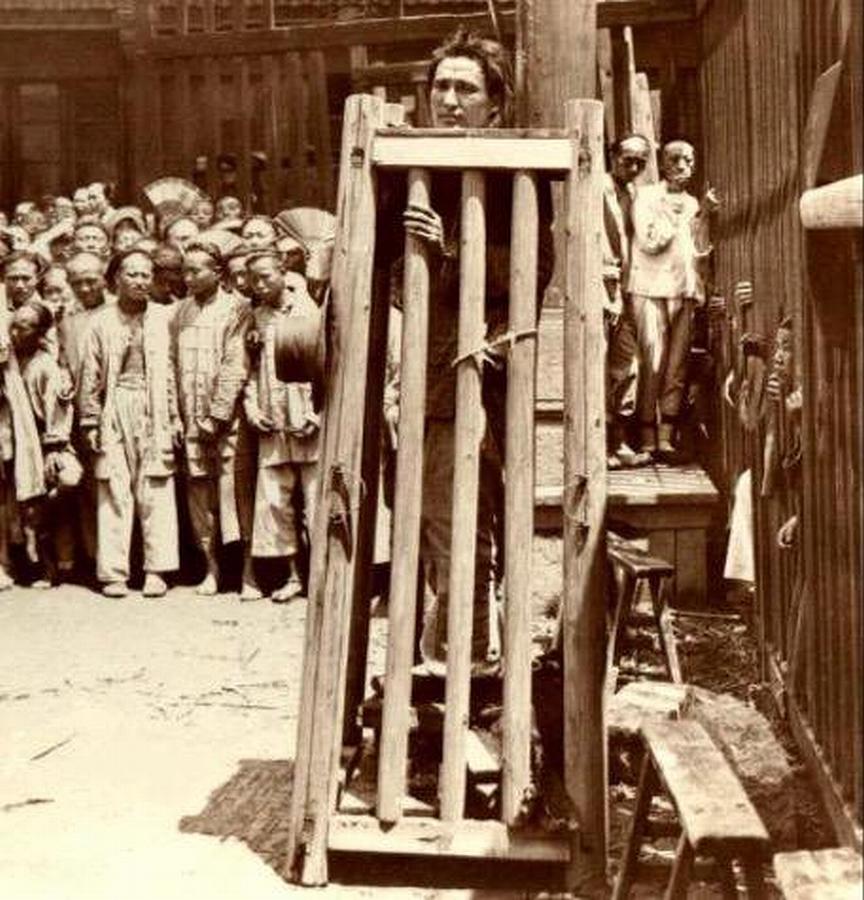 【※閲覧注意※】残酷極まりない昔の処刑風景。酷すぎ・・・(画像あり)・22枚目