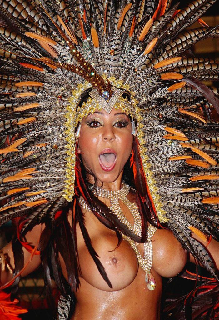 【※朗報】近年のサンバカーニバル、おっぱい丸出しスタイルらしいwwwwwwwwwwwwwwwww(画像あり)・19枚目