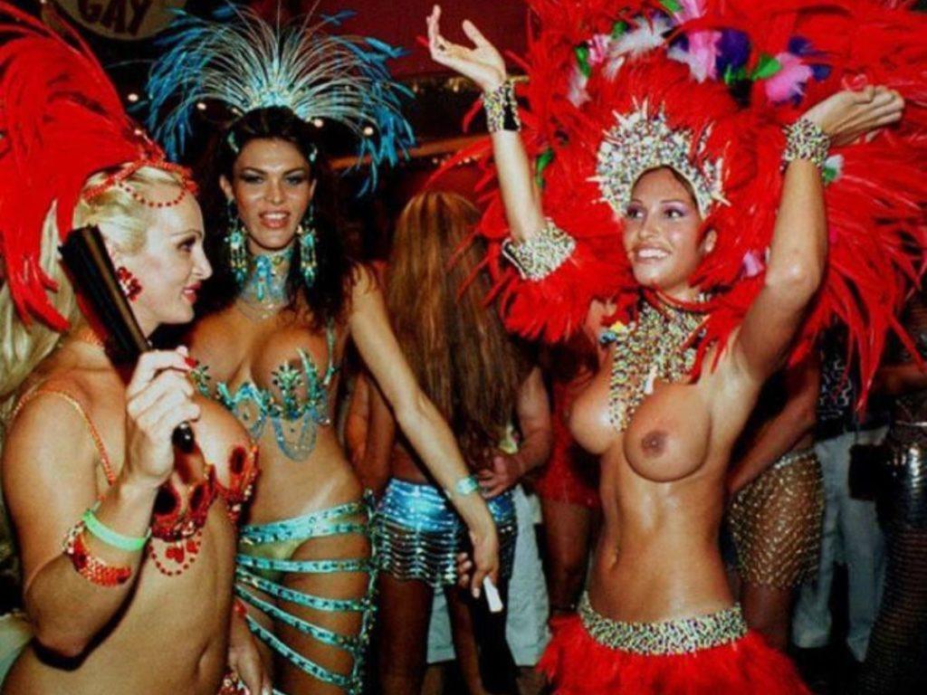 【画像あり】サンバカーニバルとかいう露出狂の集まり、逮捕レベルだろコレwwwwwwww・24枚目
