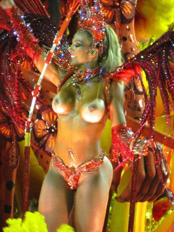 【画像あり】サンバカーニバルとかいう露出狂の集まり、逮捕レベルだろコレwwwwwwww・3枚目