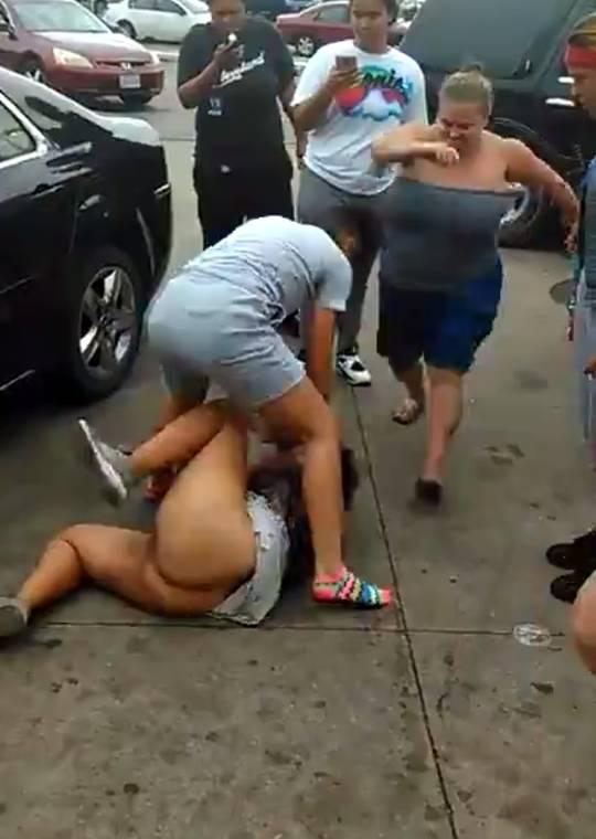 【※胸糞注意】沖縄の中学生、ノーパン女子をフルボッコにする問題のシーン・・・(GIFあり)・1枚目