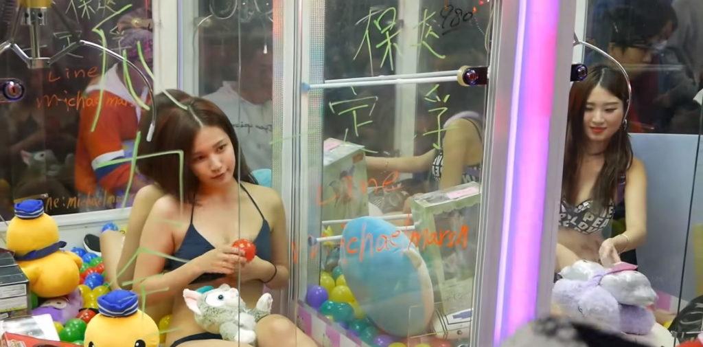 【※禁じ手】台湾のゲームセンターが集客の為にとんでもない方法を思い付く。。実行するのが流石ですwwwwwwwwwww(画像あり)・11枚目