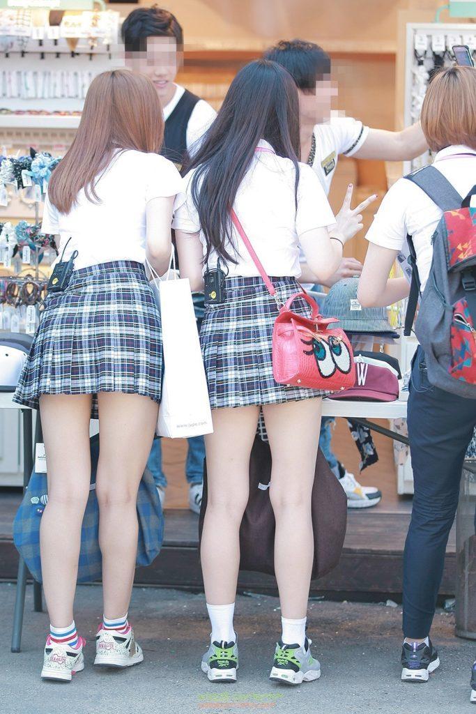 【※エロ画像】街中で盗撮された韓国女子のミニスカ、帰国すればコッチのもんやwwwwwwwwwwwwwwwww・10枚目