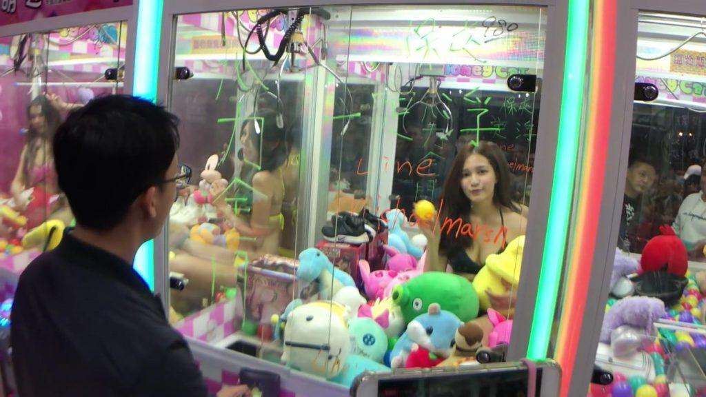【※禁じ手】台湾のゲームセンターが集客の為にとんでもない方法を思い付く。。実行するのが流石ですwwwwwwwwwww(画像あり)・16枚目