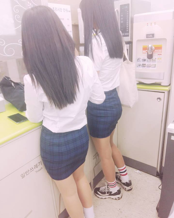 【※エロ画像】街中で盗撮された韓国女子のミニスカ、帰国すればコッチのもんやwwwwwwwwwwwwwwwww・13枚目