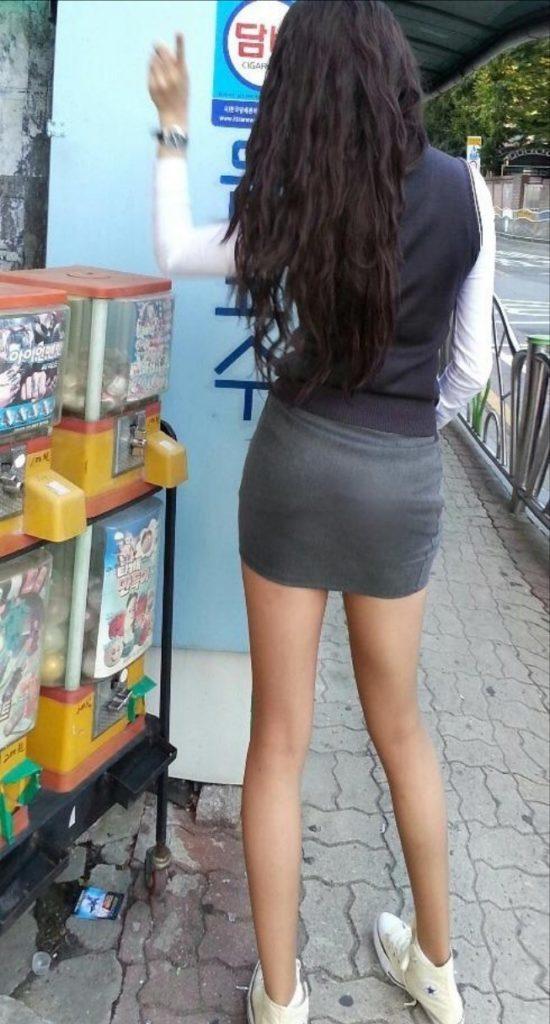 【※エロ画像】街中で盗撮された韓国女子のミニスカ、帰国すればコッチのもんやwwwwwwwwwwwwwwwww・15枚目