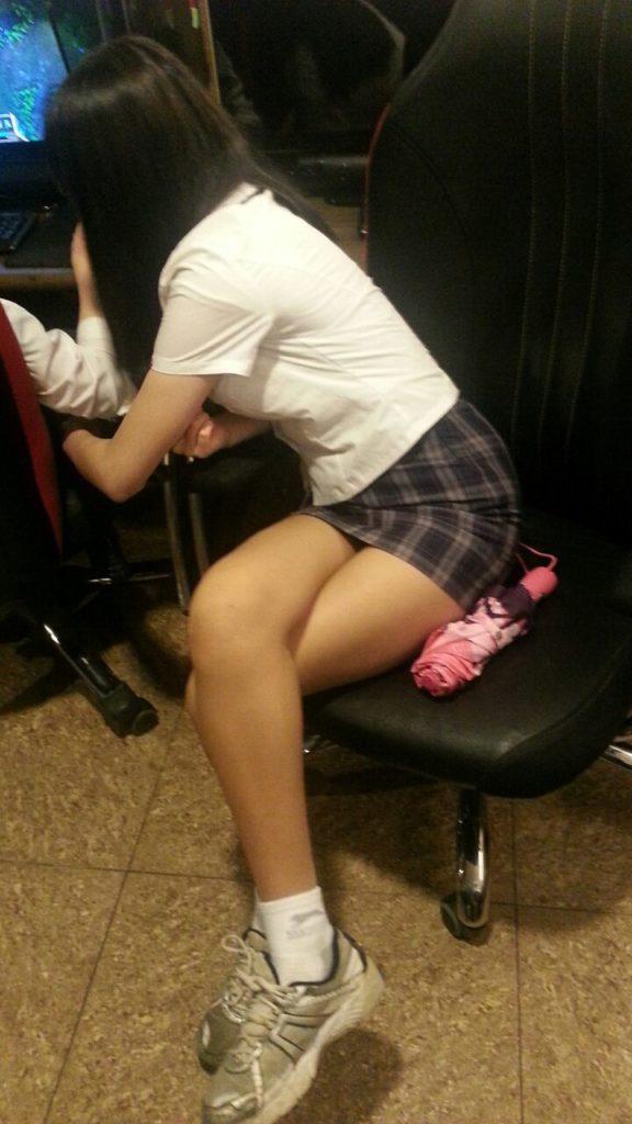 【※エロ画像】街中で盗撮された韓国女子のミニスカ、帰国すればコッチのもんやwwwwwwwwwwwwwwwww・1枚目