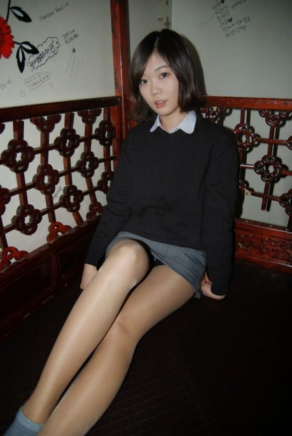 【※エロ画像】街中で盗撮された韓国女子のミニスカ、帰国すればコッチのもんやwwwwwwwwwwwwwwwww・20枚目