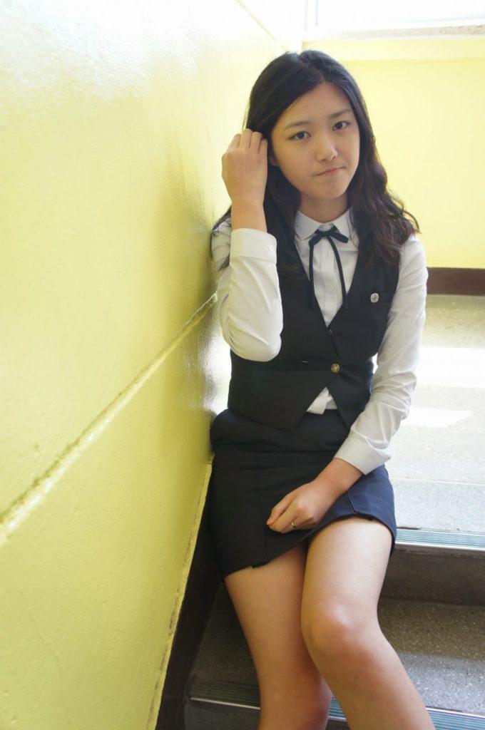 【※エロ画像】街中で盗撮された韓国女子のミニスカ、帰国すればコッチのもんやwwwwwwwwwwwwwwwww・3枚目