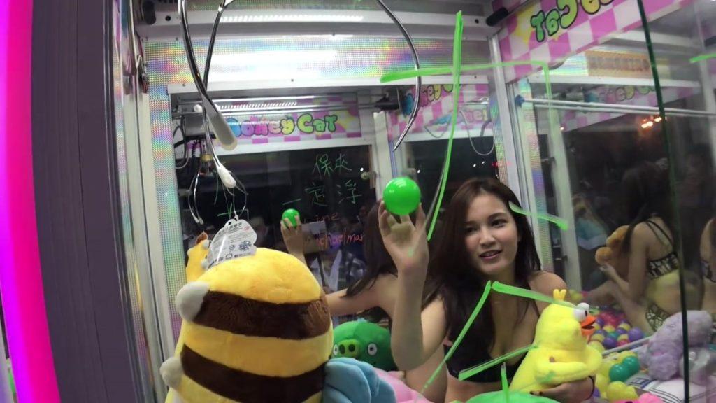 【※禁じ手】台湾のゲームセンターが集客の為にとんでもない方法を思い付く。。実行するのが流石ですwwwwwwwwwww(画像あり)・7枚目