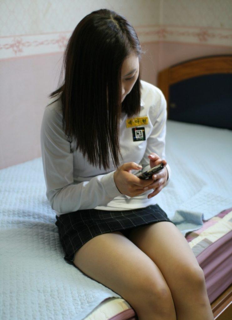 【※エロ画像】街中で盗撮された韓国女子のミニスカ、帰国すればコッチのもんやwwwwwwwwwwwwwwwww・8枚目