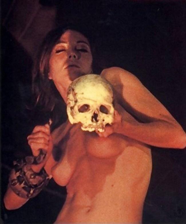 【※閲覧注意】闇深カルト教団の儀式が公開され世界に戦慄が走る・・・。(画像あり)・1枚目