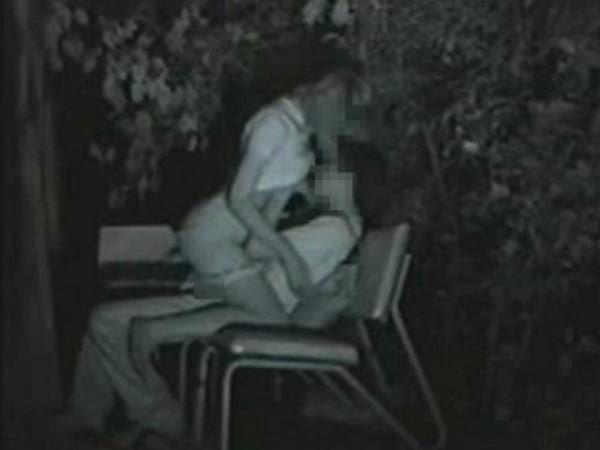 【※盗撮注意】深夜の公園を赤外線モードで撮影した結果wwwwwwwwww(画像あり)・8枚目