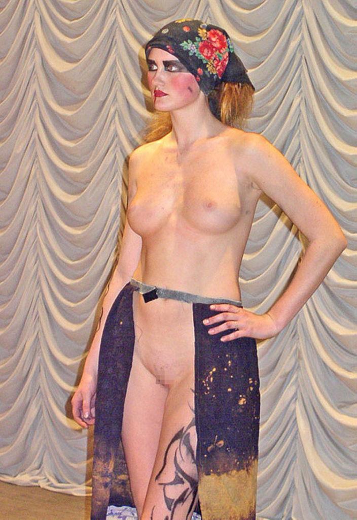 【※迷走】ネタ切れデザイナーさん、とうとう服という概念を取っ払うwwwwwwwwwwwwww(GIFあり)・13枚目