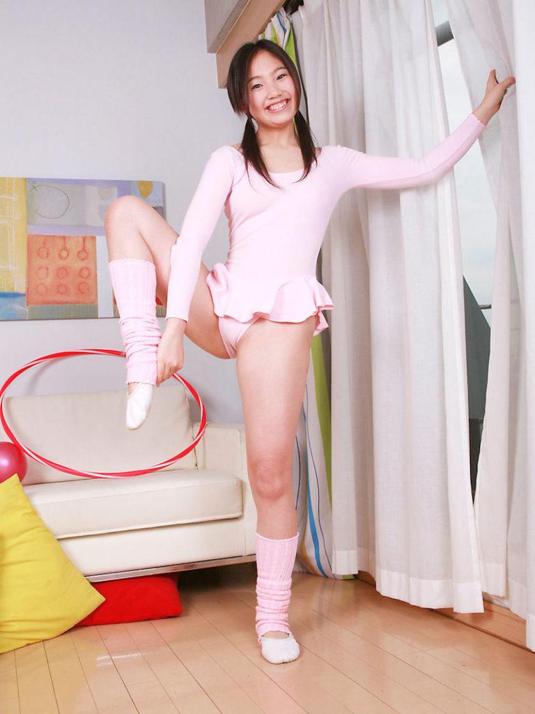 【※マン筋】イメージビデオでアイドルが着せられる衣装ナンバー1がこれ。マンコの形がハッキリするからやろねwwwwwwwwwww(画像あり)・12枚目