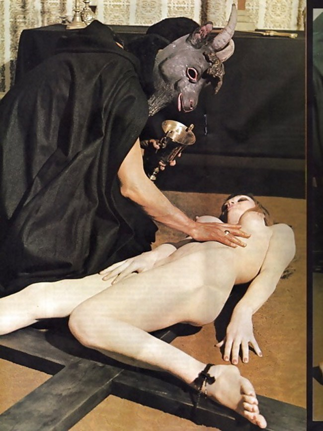 【※閲覧注意】闇深カルト教団の儀式が公開され世界に戦慄が走る・・・。(画像あり)・15枚目
