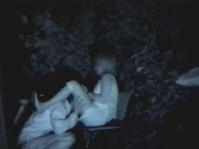 【※盗撮注意】深夜の公園を赤外線モードで撮影した結果wwwwwwwwww(画像あり)・11枚目