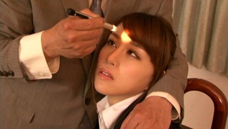 【※画像あり】ガチの催眠術師が女に催眠をかけた結果。エロくなった表情をご覧くださいwwwwwwww・17枚目