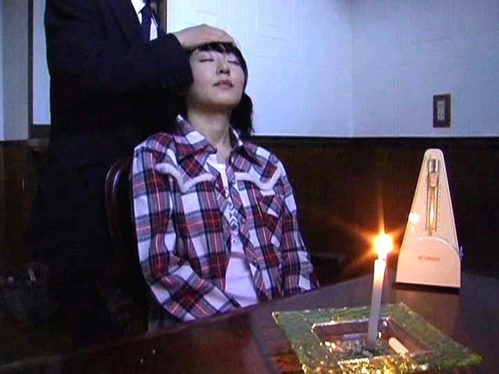 【※画像あり】ガチの催眠術師が女に催眠をかけた結果。エロくなった表情をご覧くださいwwwwwwww・3枚目