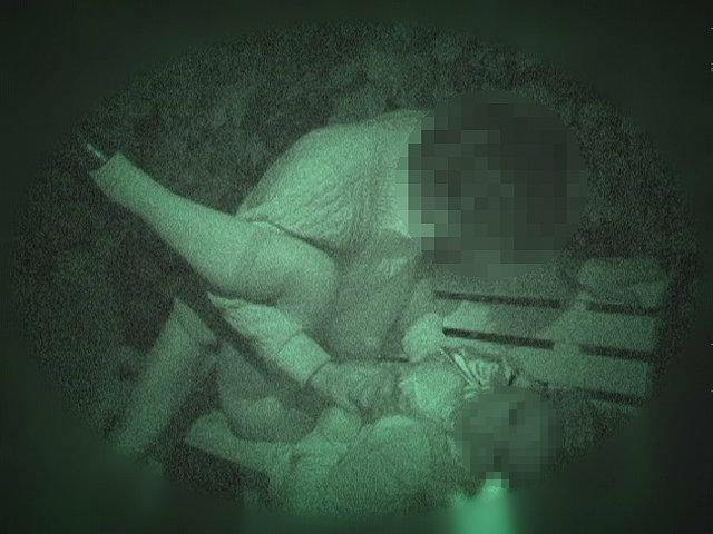 【※盗撮注意】深夜の公園を赤外線モードで撮影した結果wwwwwwwwww(画像あり)・16枚目