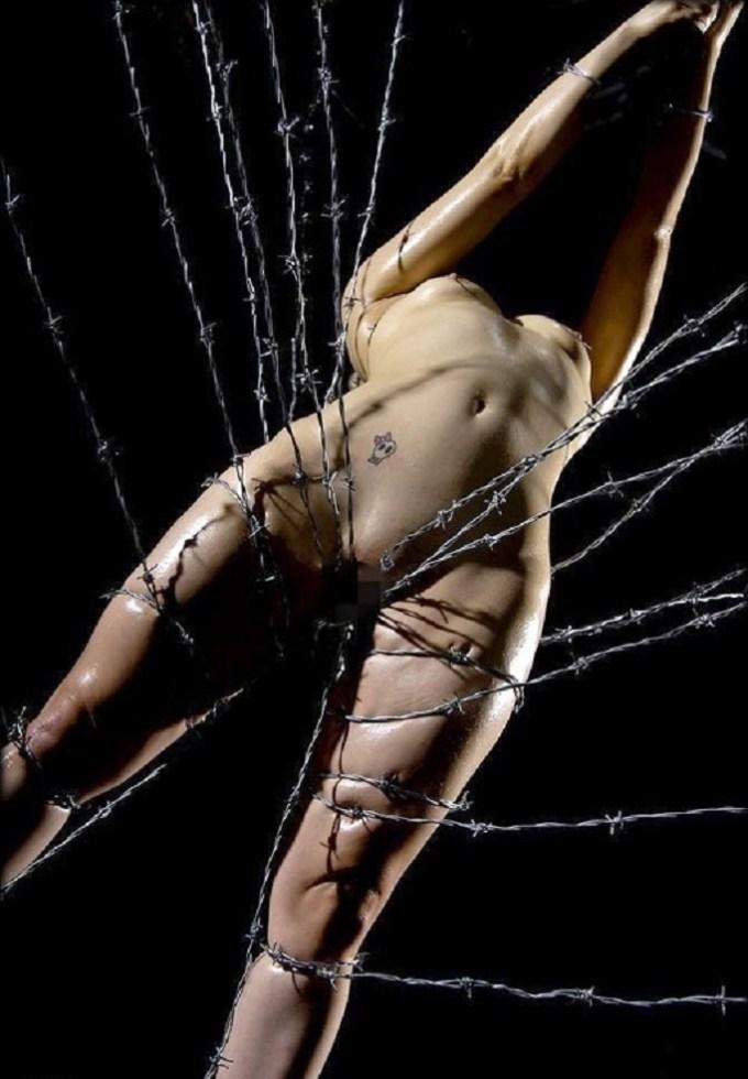 【閲覧注意】調教師「あ、ロープないわぁ…」→ 近所にあった有刺鉄線で縛ってみたでwwwwwwwwwwww(画像あり)・27枚目
