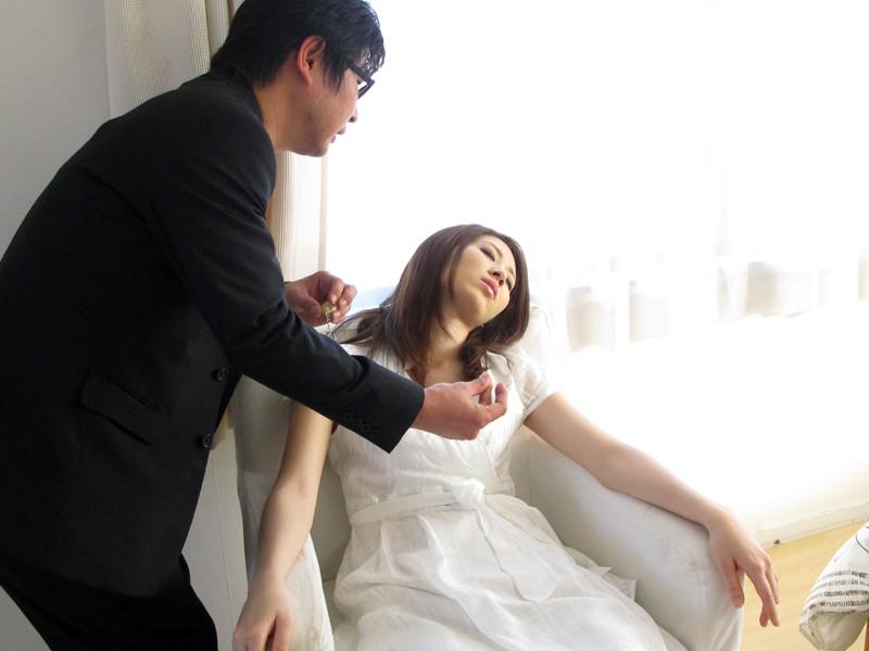 【※画像あり】ガチの催眠術師が女に催眠をかけた結果。エロくなった表情をご覧くださいwwwwwwww・30枚目