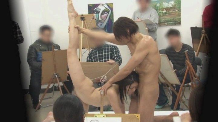 【※エロ画像】「これは芸術ですっ!」ヌードデッサンでSEXさせる異例な光景wwwwwwwwwwwww・3枚目