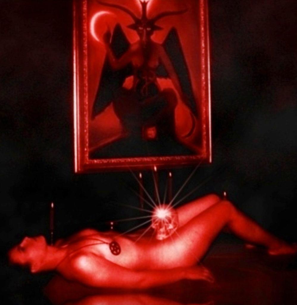 【※閲覧注意】闇深カルト教団の儀式が公開され世界に戦慄が走る・・・。(画像あり)・3枚目