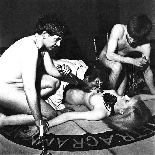 【※閲覧注意】闇深カルト教団の儀式が公開され世界に戦慄が走る・・・。(画像あり)・5枚目