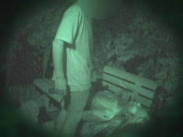 【※盗撮注意】深夜の公園を赤外線モードで撮影した結果wwwwwwwwww(画像あり)・3枚目